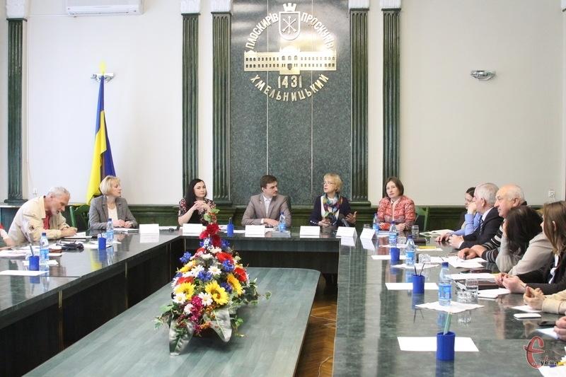 Робоча група вже провела своє засідання. Попереду форум, на якому разом із мешканцями Хмельницького мають розглянути стратегію розвитку міста до 2015 року