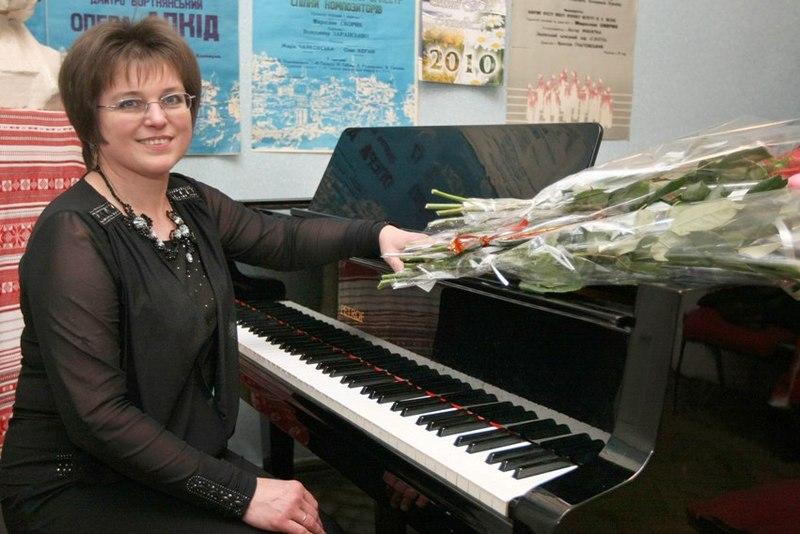 Завтра у хмельницькій філармонії виступить львівська заслужена артистка України Оксана Рапіта