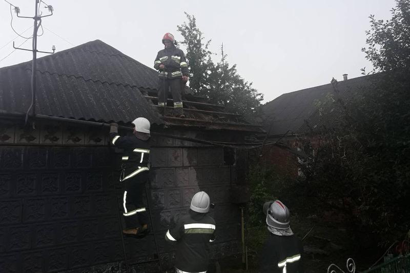 Рятувальники ліквідували пожежу в житловому будинку, що виникла через розряд блискавки