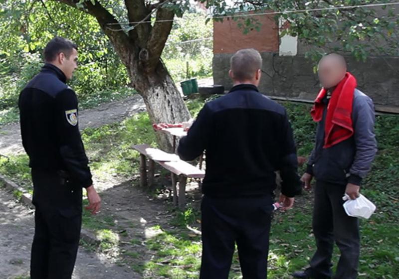 У Хмельницькому районі під час сварки 27-річний син ледь не вбив свого батька