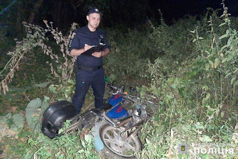 Підозрюваний розповів поліцейським, що покатався на моторолері, а потім залишив у полі