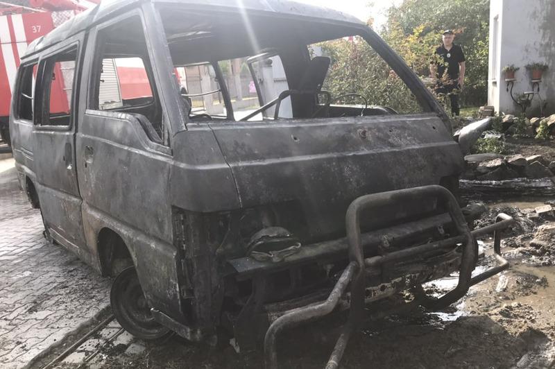 Полум'я знищило автомобіль «Mitsubishi»