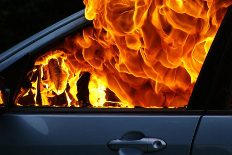 Що стало причиною загорання автомобіля - з'ясовують