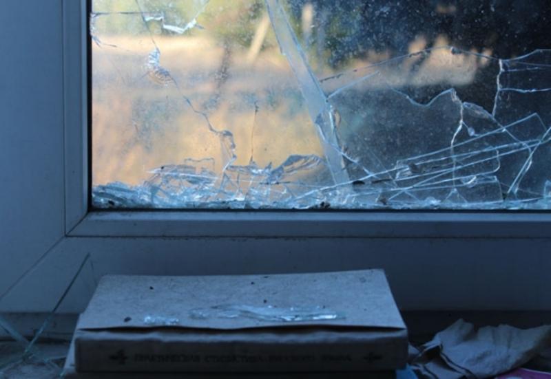 Злодії розбили вікно і пошкодили грати