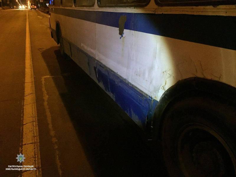 Автіка, яка зачепила тролейбус у Хмельницькому, зникла з місця аварії