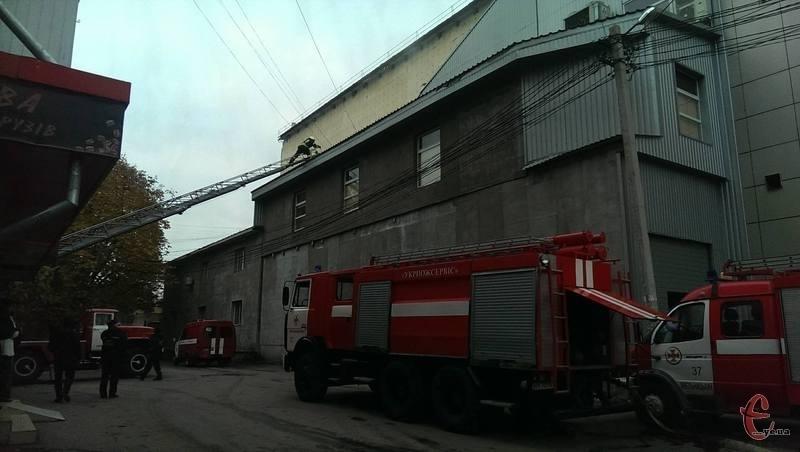У Хмельницькому загорівся оздоровчо-розважальний комплекс «СВ-клуб».
