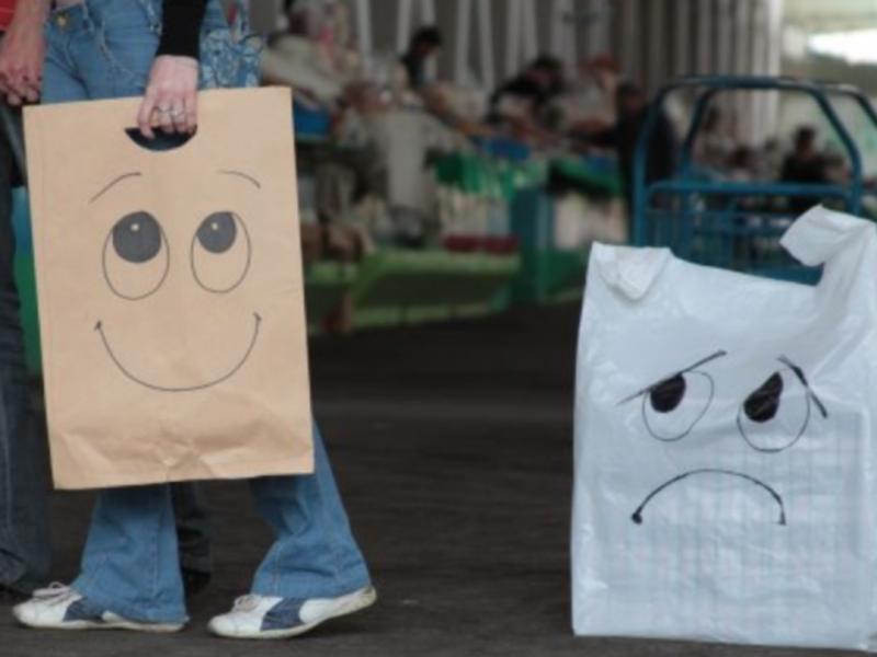 В управлінні торгівлі кажуть, що вже нині в місті можна зустріти людей, які використовують багаторазові торбинки