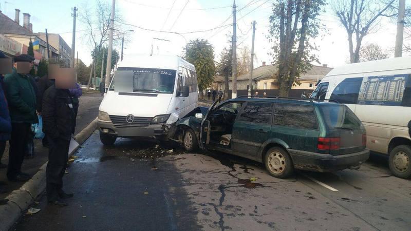 Обидва автомобілі зазнали механічних пошкоджень