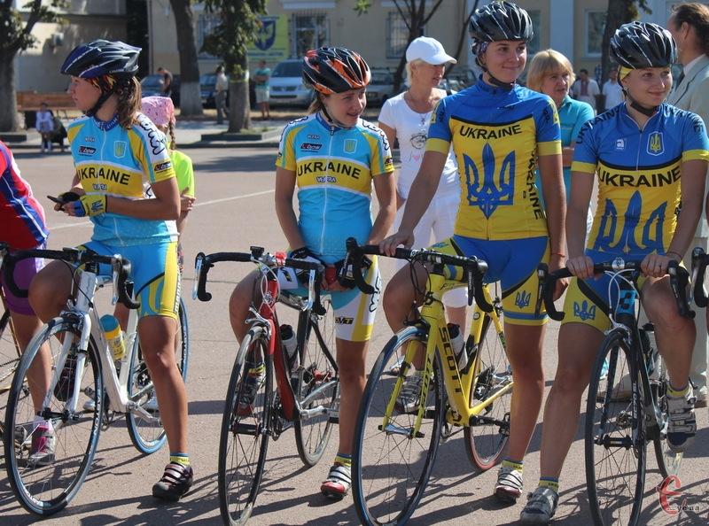 На велотурнірі в Хмельницькому змагаються не лише ветерани велоспорту, а й молодь