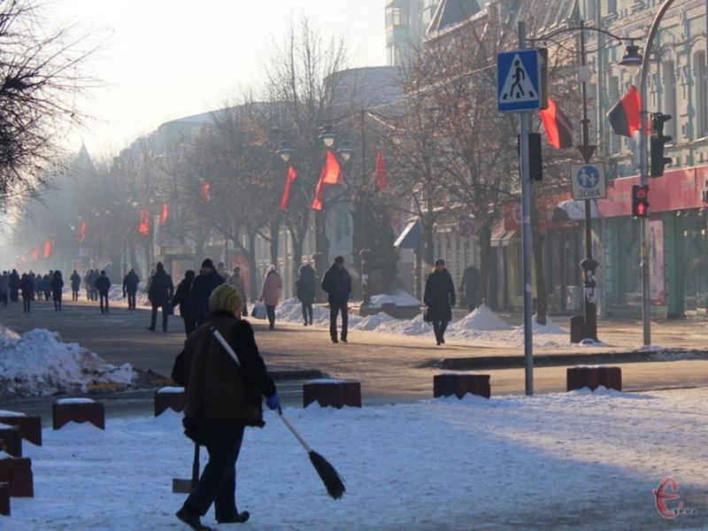Хуліган зірвав стяг УПА, який висів поблизу кінотеатру імені Тараса Шевченка