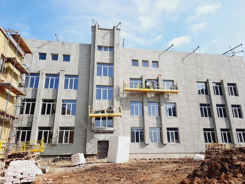 Школу створили, але її будівництво має завершитися через кілька місяців