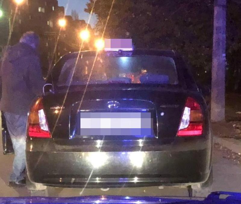 Водія таксі зупинили 7 листопада через порушення правил, а виявилося, що він ще був і в нетверезому стані
