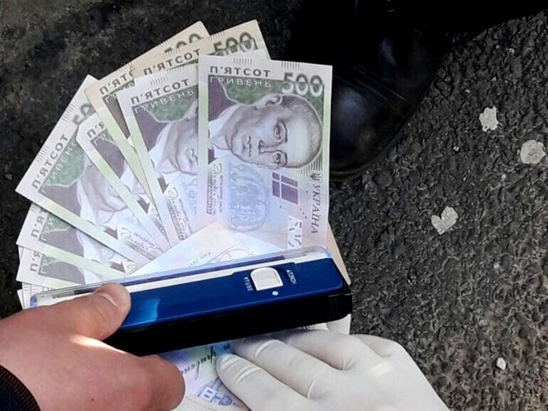 Загальна сума одержаної вигоди склала 13 тисяч гривень