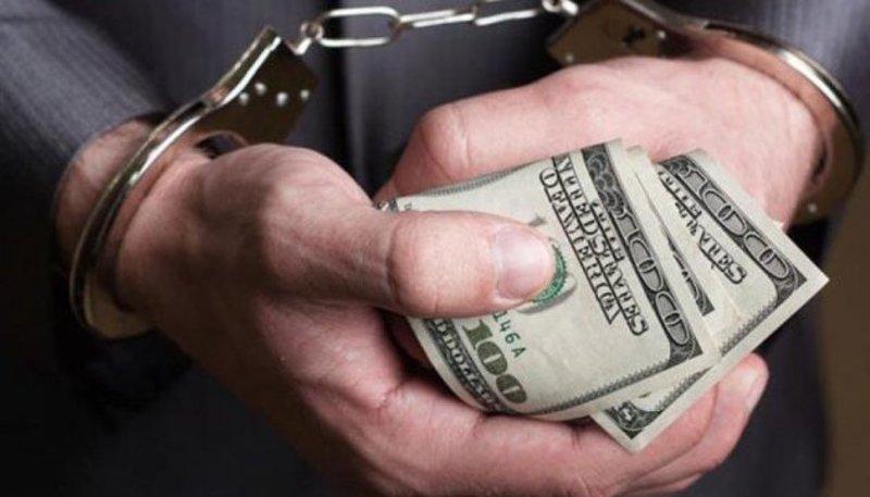 За спробу дати хабаря чоловіку може загрожувати від двох до чотирьох років позбавлення волі