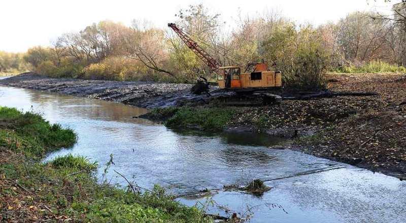 Майже за два місяці розчищено 1 кілометр русла Південного Бугу. Фото: facebook.com/symchyshyn