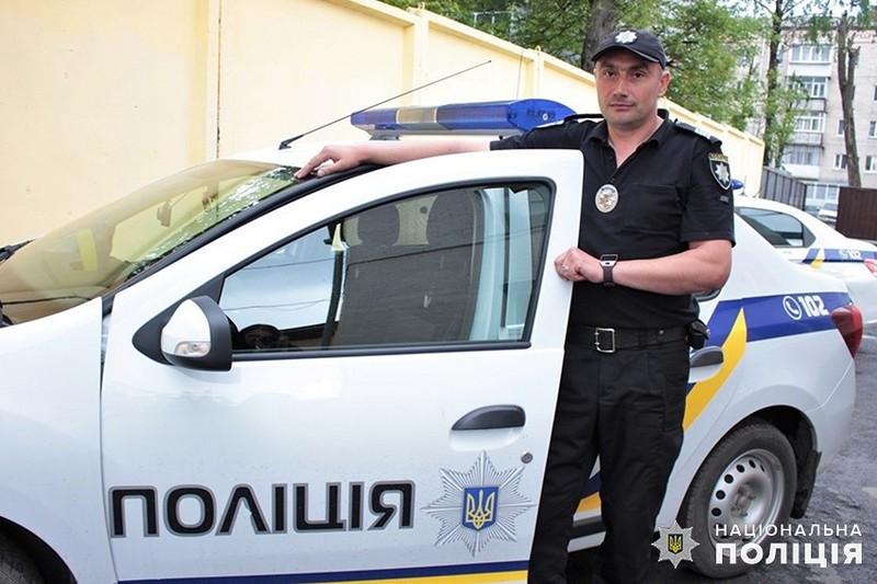 У Хмельницькому по дорозі на роботу поліцейський охорони затримав грабіжника