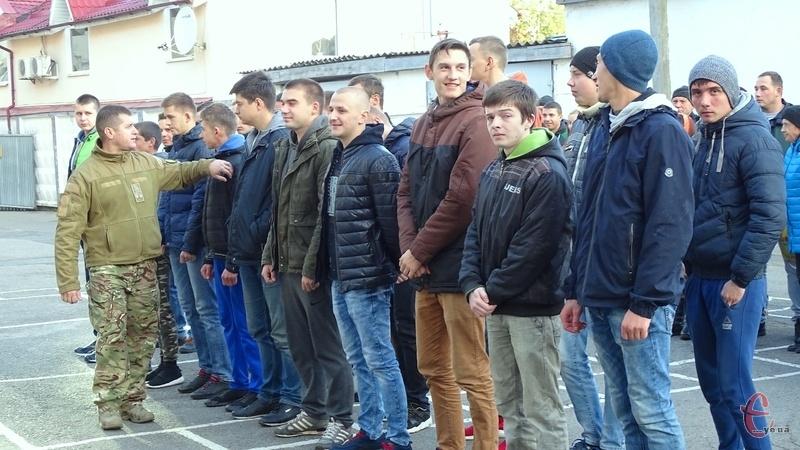 Сьогодні до війська проводжали 29 юнаків