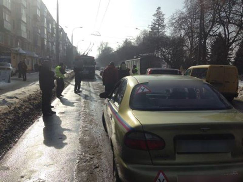 Навчальне авто потрапило в аварію