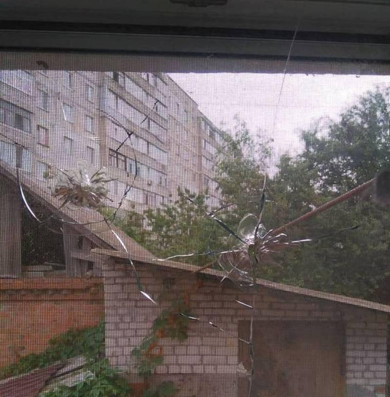 Мешканцям вулиці Вишневої періодично обстрілюють вікна