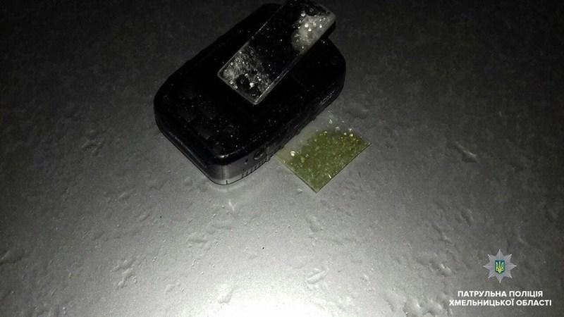 В обласному центрі у водія, який порушив правила дорожнього руху, знайшли речовини схожі на наркотики