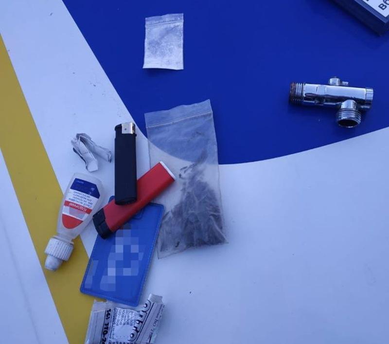 У водія знайшли два пакунки, в яких, можливо, були наркотичні засоби