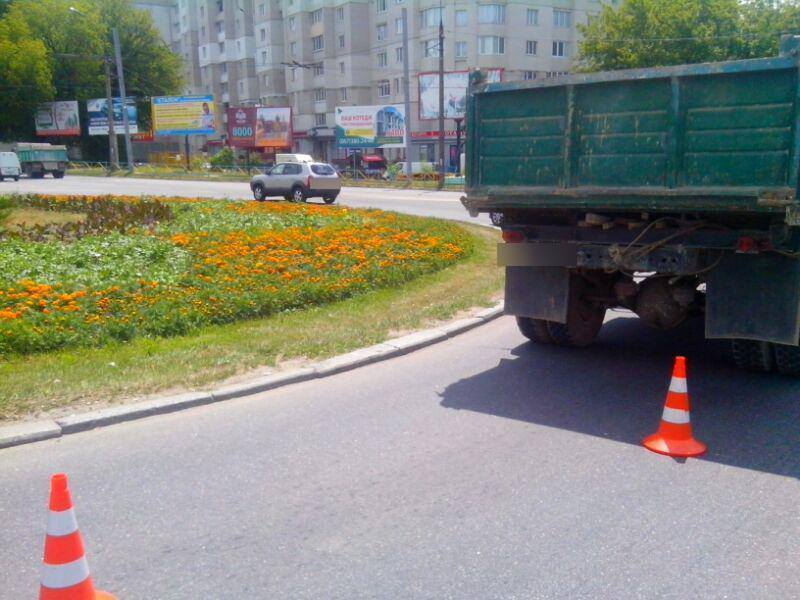 ДТП сталося на круговому перехресті.