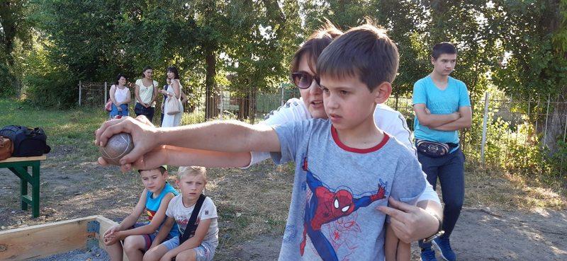 Діти та дорослі, які завітали на відкриття, познайомились з правилами гри та позмагались