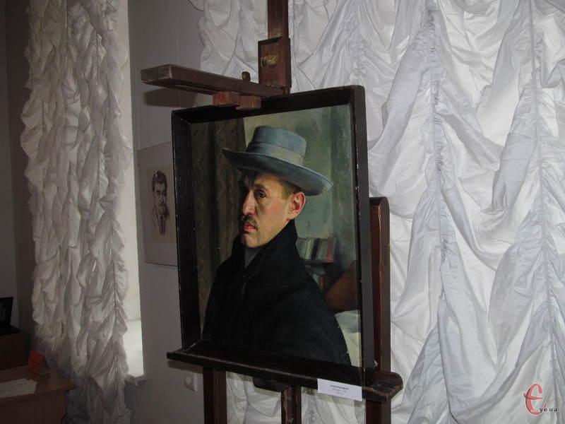 Автопортрет художника стоїть на мольберті, яким він користувався близько 50 років