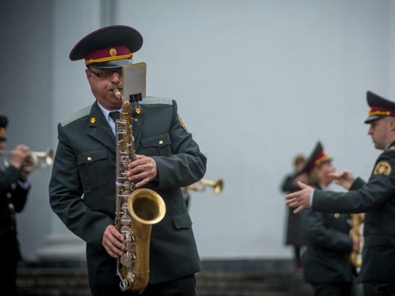Хмельничан запрошують послухати військовий оркестр