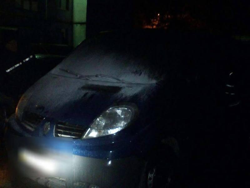 Автомобіль був припаркований біля будинку