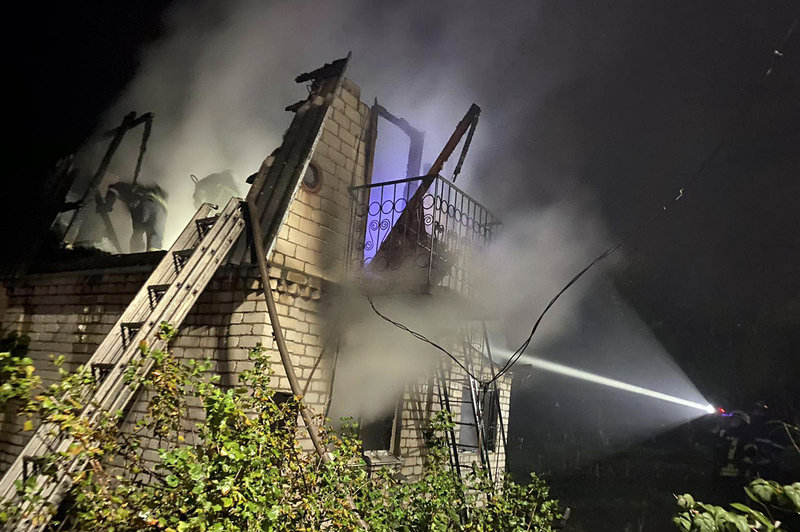 У Хмельницькому рятувальники ліквідували пожежу в приватному житловому будинку