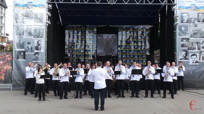 День Героїв відзначили патріотичним концертом
