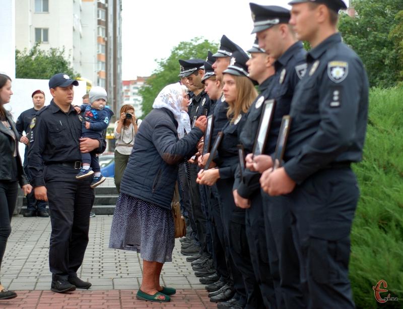 На поминання прийшли поліцейські, рідні та близькі тих, хто загинув