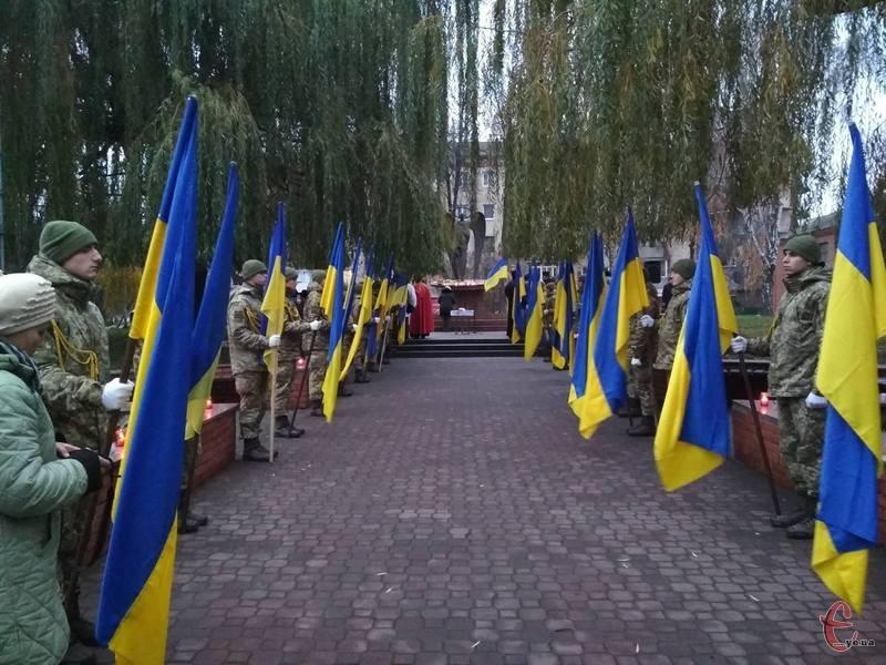 У Хмельницькому вшанування пам'яті Жертв Голодоморів відбувалося поблизу Ангела Скорботи