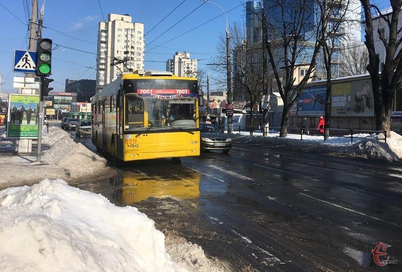 Запроваджено додатковий тролейбусний маршрут сполученням Озерна — вулиця Староміська