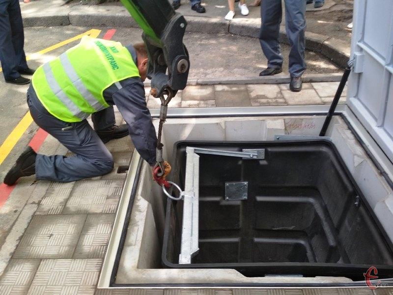 Підземні контейнери вміщають три кубометри сміття
