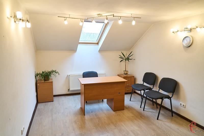 У коворкінг-центрі у вас буде своє робоче місце та можливість користуватися інтернетом, кухнею, необхідними меблями