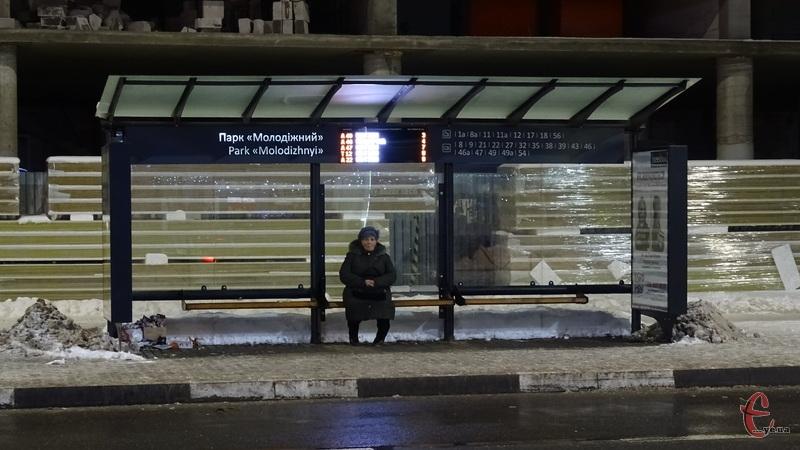 У Хмельницькому вже працюють чотири «розумні» зупинки