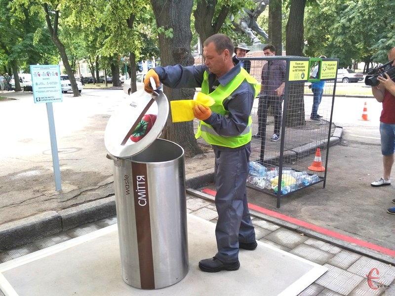 Від сьогодні, хмельничани та гості міста зможуть користуватися підземними контейнерами