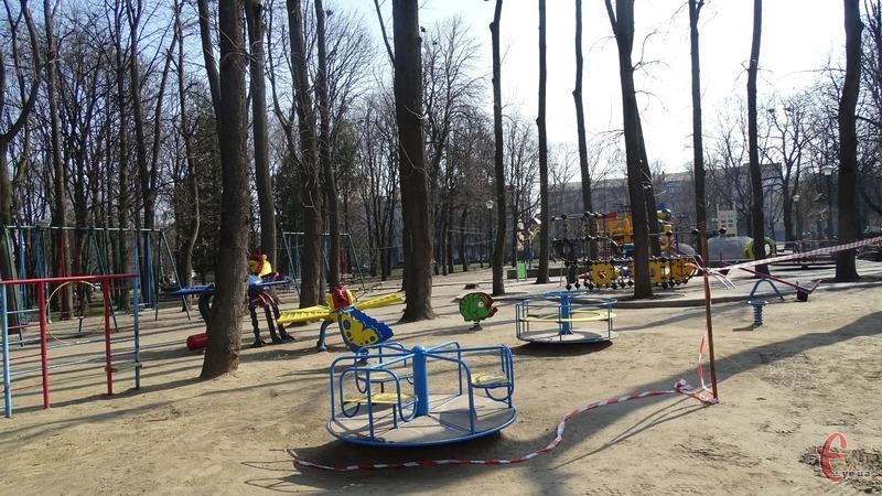 Відвідувати дитячі майданчики у Хмельницькому тепер не можна