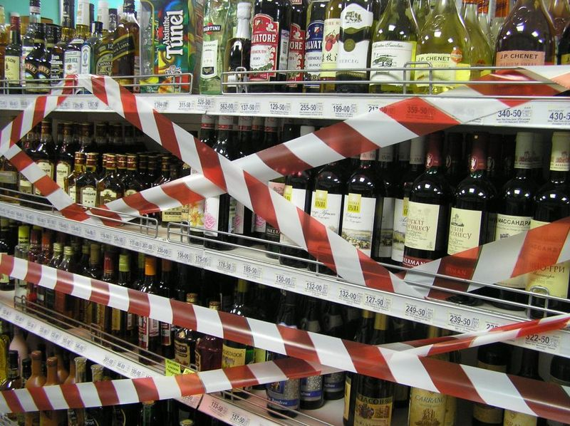 У магазинах, які розташовані ближче за 5о метрів від навчального закладу, заборонять продавати алкоголь