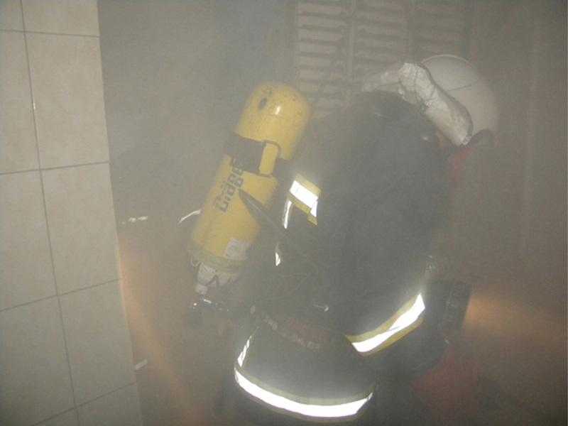 Вогнеборцям довелося захищатися від диму