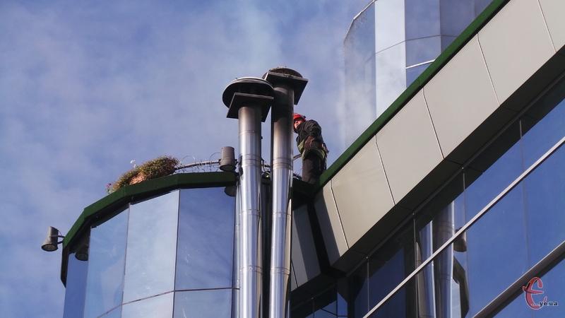 За попередніми даними, загорілась вентиляційна система