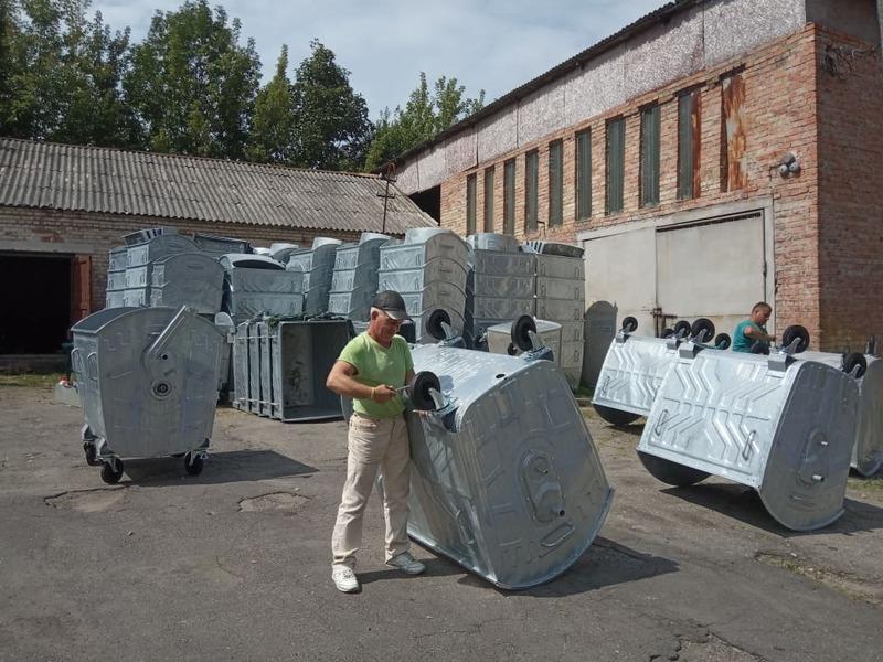 Наразі нові євроконтейнери монтують працівники
