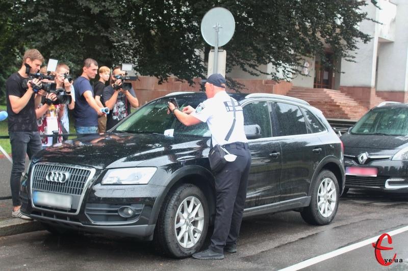 За порушення правил паркування водію загрожуватиме від 340 гривень до 680 гривень штрафу