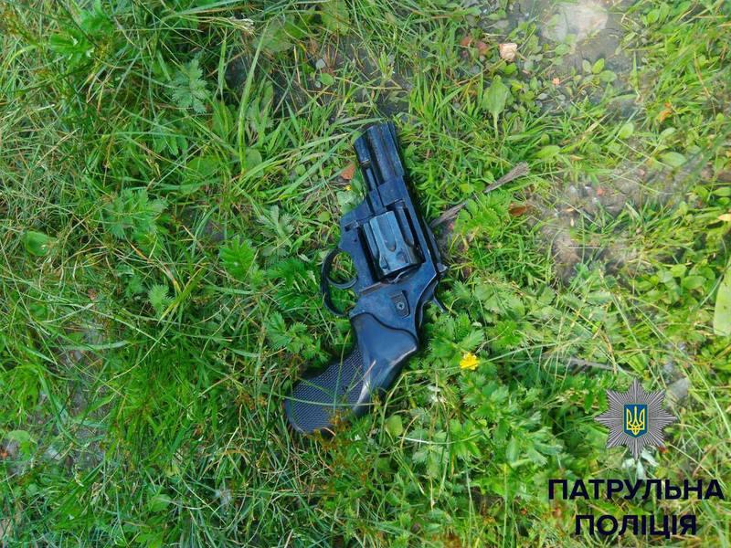 У чоловіка знайшли зброю