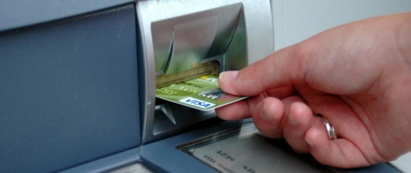 Поліцейські затримали 30-річного кам'янчанина, який здійснив більше 50 крадіжок з банківських карток