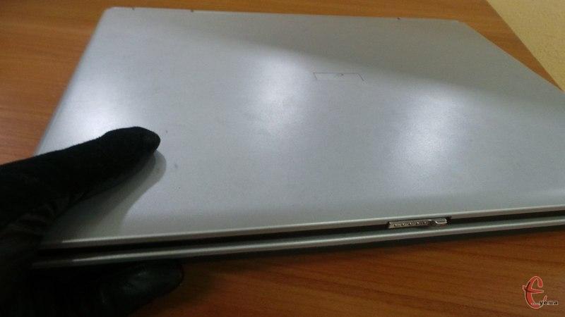 Зловмисник підібрав ключ до вхідних дверей і вкрав у власниці ноутбук марки