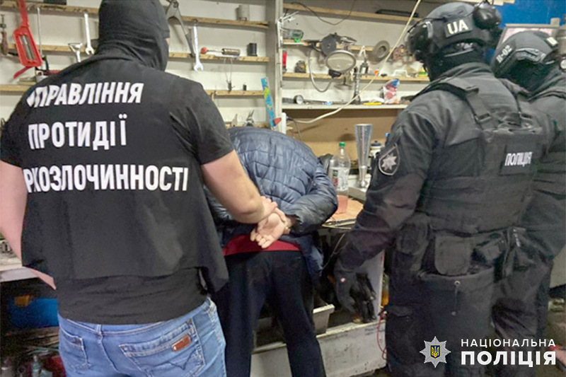 Правоохоронці задокументували декілька фактів збуту наркотиків підозрюваним