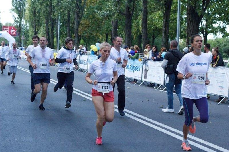 Учасники пробіжаться центральними вулицями міста
